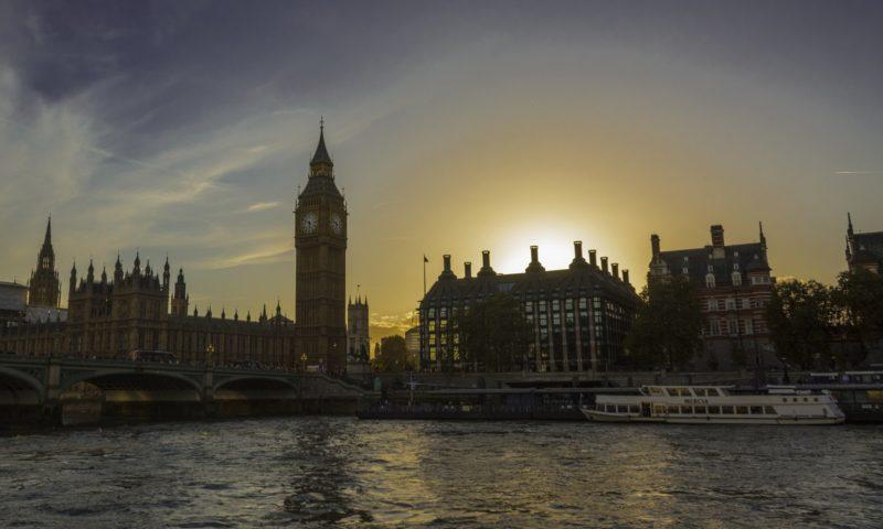Данните за починалите от COVID-19 във Великобритания може да са изопачени | | Новини от България и Света
