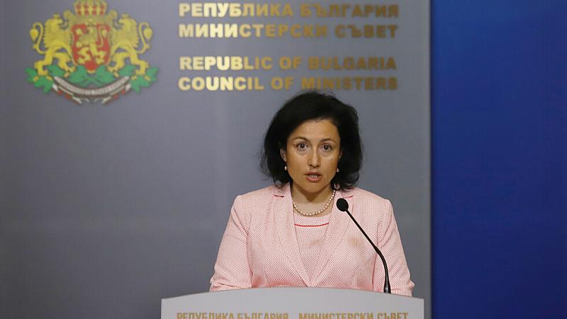 Ремонтът на кабинета започва с Десислава Танева?